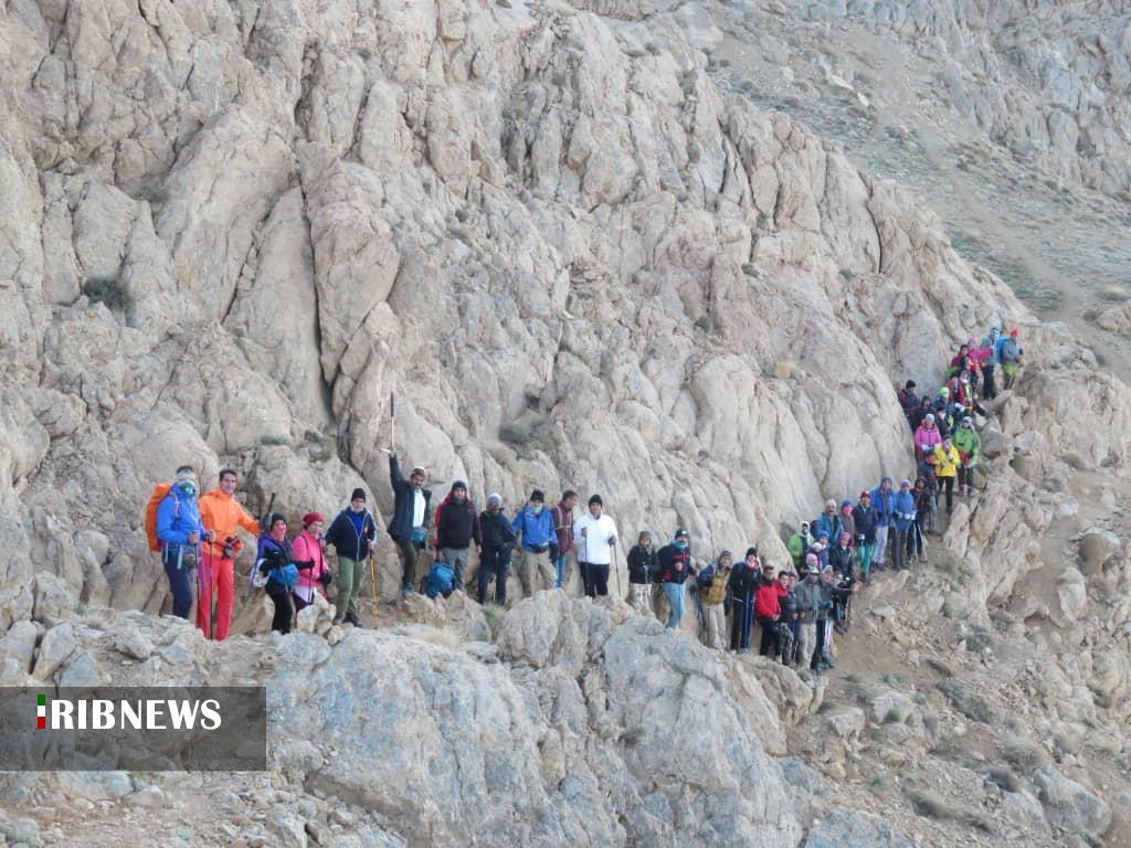 صعود کوهنوردان شمال فارس به قله بل اقلید