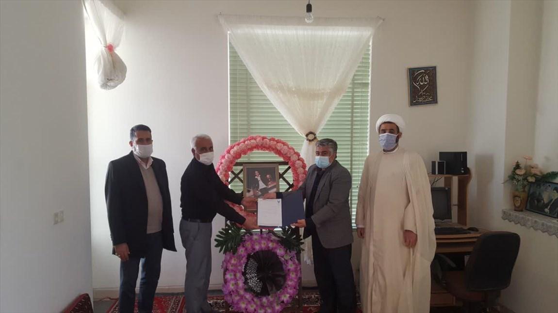 ابلاغ پیام تسلیت دکتر طهرانچی به خانواده دانشجوی دانشگاه آزاد اسلامی اقلید