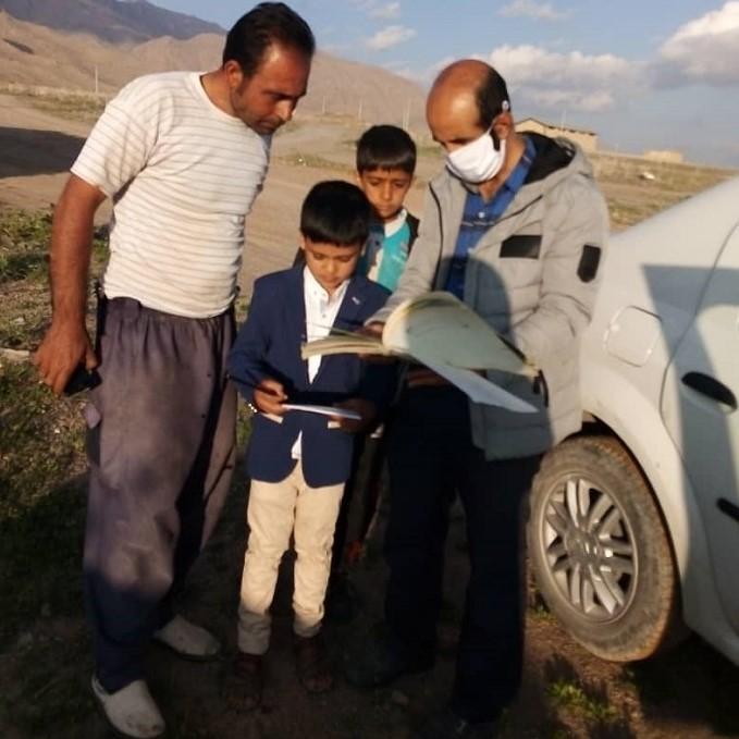 ایثار و از خودگذشتگی معلمان اقلیدی در آموزش به دانش آموزان مناطق فاقد دسترسی به اینترنت
