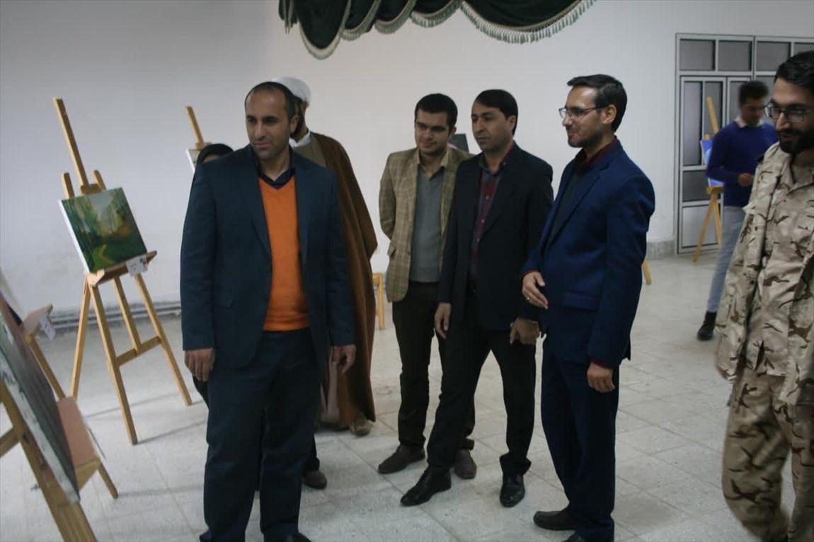 نمایش ۳۰ اثر هنری در نمایشگاه طراحی و نقاشی دانشگاه آزاد اسلامی اقلید