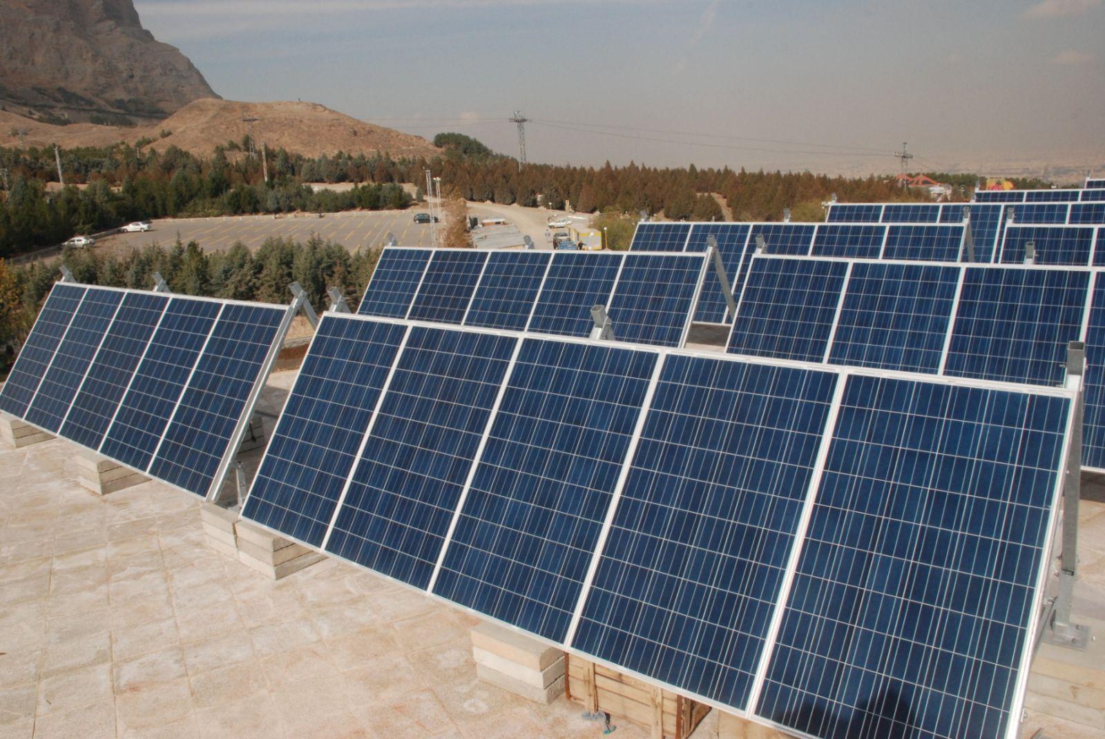 نیروگاه خورشیدی ۱۰ مگاواتی کشور در شهرستان اقلید احداث میشود