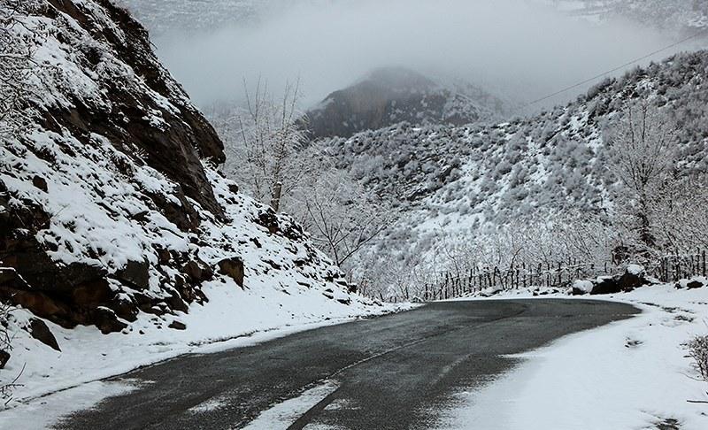 بارش برف در جاده سپیدان به اقلید