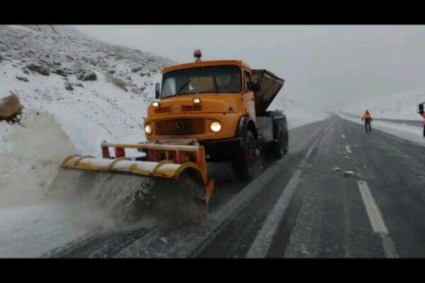 بارش برف در محور سپیدان به اقلید آغاز شد