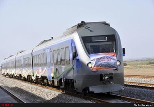آغاز عملیات ریل گذاری راه آهن اقلید - یزد